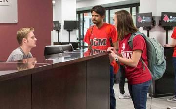 Thumbnail: UCM students visiting at the Success Advising Center