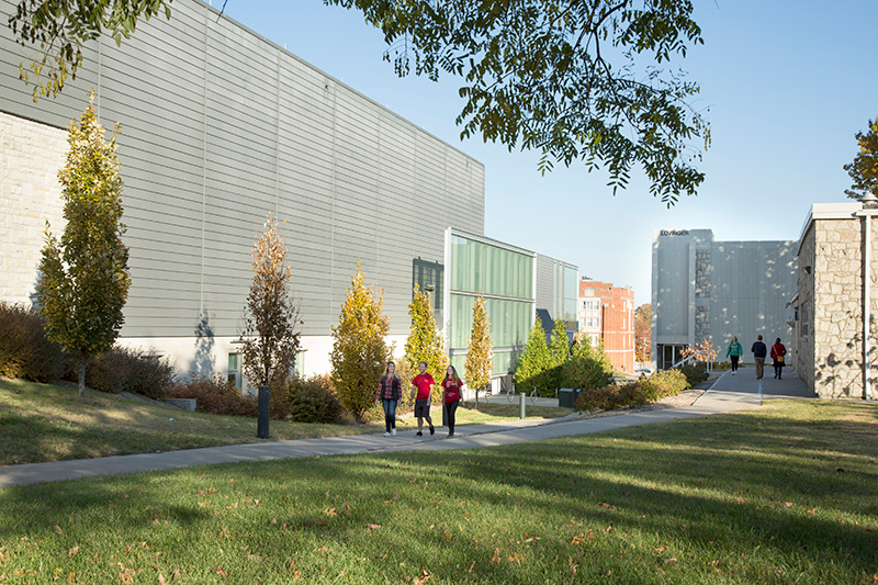 Students walking between the Rec Center and Art Center