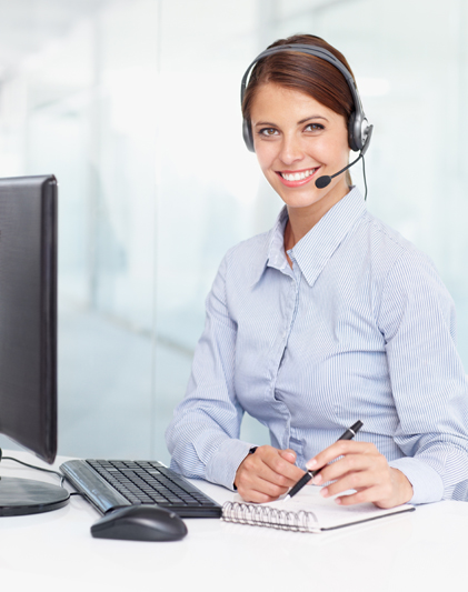 Woman-working-at-computer-in-office